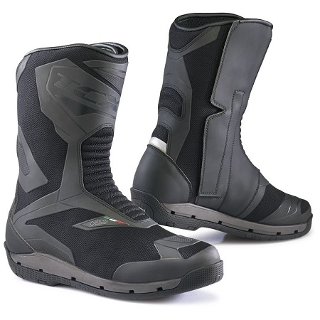 Waterproof boots with airflow