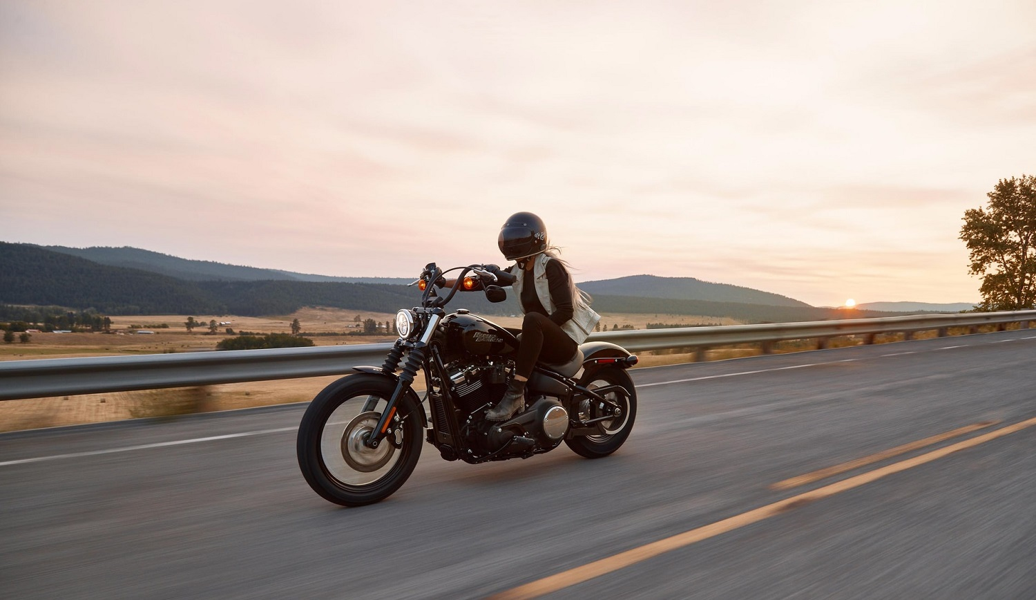 Read more about the article Cruiser Motorcycles For Beginners | A Complete Guide