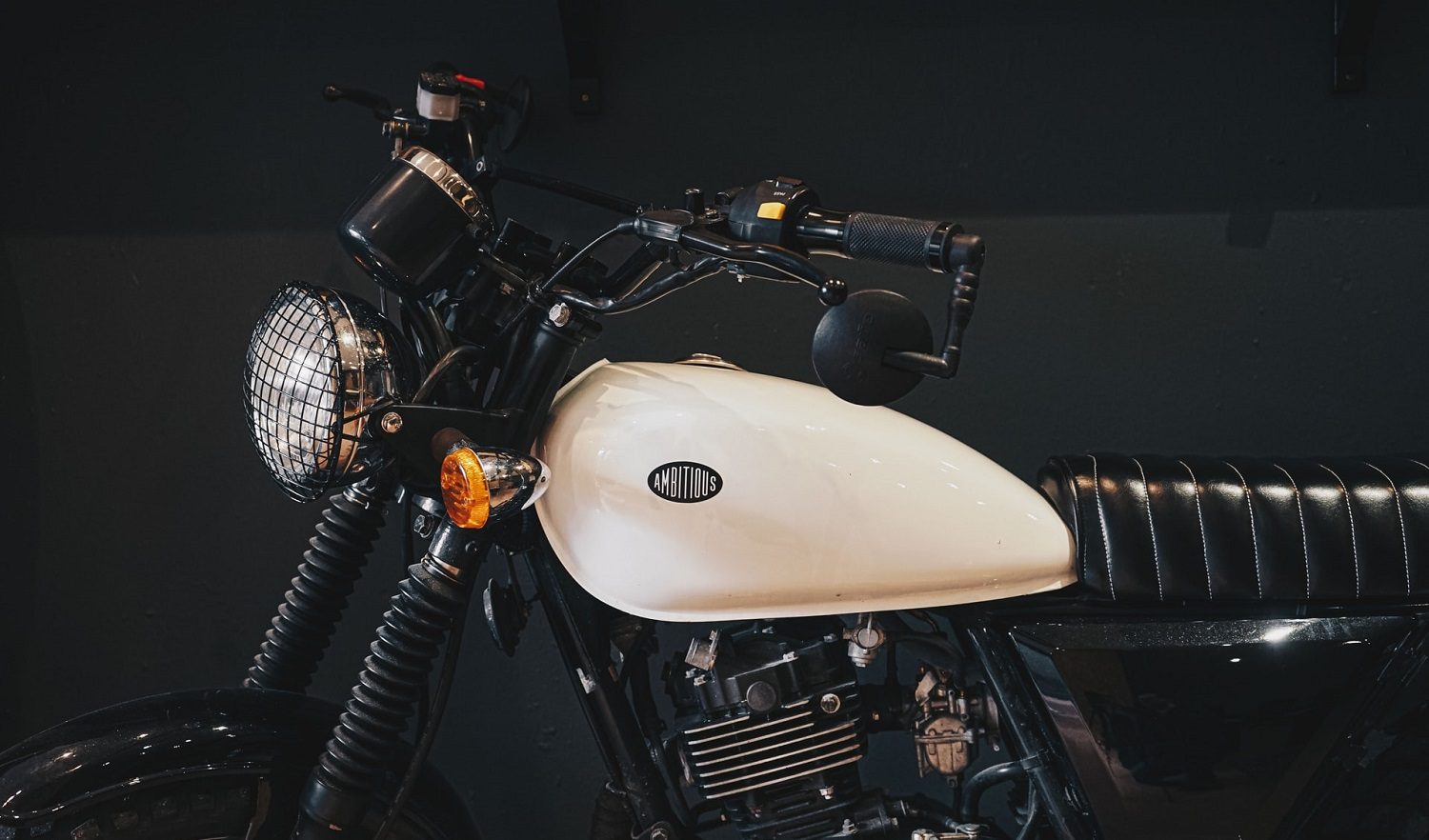 Read more about the article How to protect your motorcycle tank from scratches?