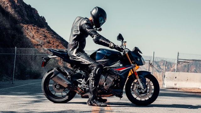 Friction caused between the knee pads or motorcycle jackets against the motorcycle tank are the main cause of scratches