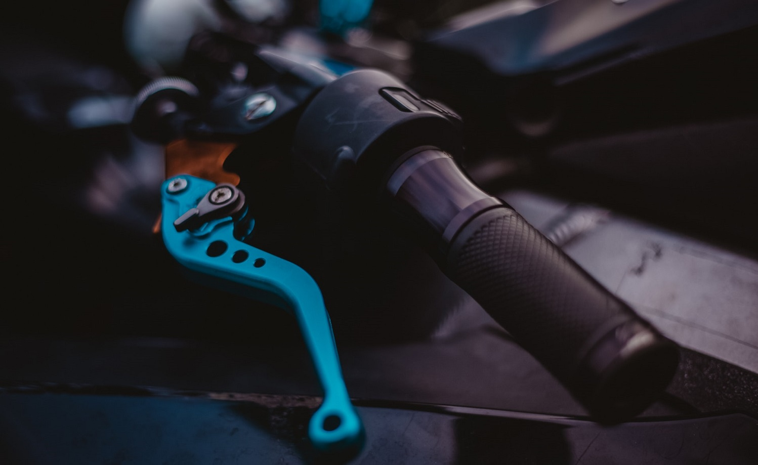 Read more about the article How to ride motorcycle with broken clutch cable