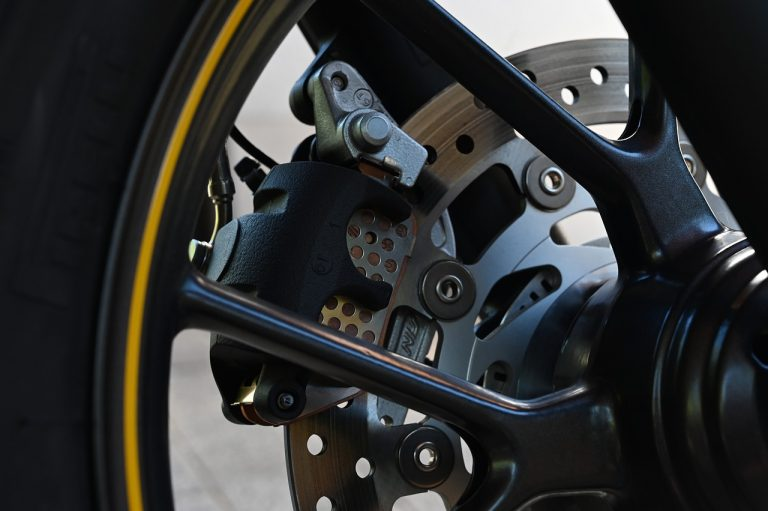 Read more about the article How to check and replace the brake pads of a motorcycle